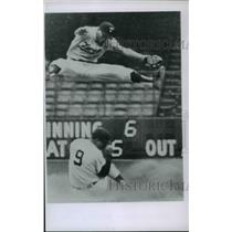 1962 Press Photo Zorro Versalles of Minnesota Twins in action during a game