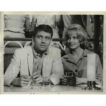1961 Press Photo Ralph Taeger (L) with Leslie Parrish in Acapulco series episode