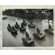 1942 Press Photo Tanks of Argentine Army parade down one of Buenos Aires streets