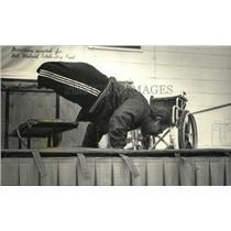 1987 Press Photo Bob Wieland doing push ups. - mja23978