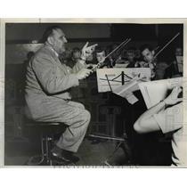 1950 Press Photo Boris Sirpo, conductor of Portland Chamber orchestra