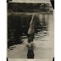 1930 Press Photo A woman dives into a lake for some swimming - net17198