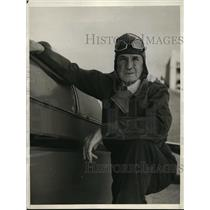 1932 Press Photo 74-Year-Old Pilot Walter Upward at United Airport - ney13899