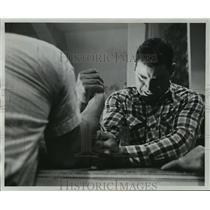 1962 Press Photo Earl Hagerman Wrist Wrestle In a Title Match - mjx09412