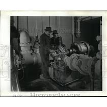 1940 Press Photo Mr. Voclker and Mr. E.P. Sheahan for the William Derby Eng. Co.