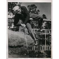 1940 Press Photo NY Yankee Jake Powell golfing at St Petersburg Florida