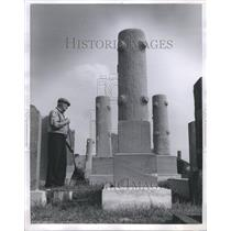 1951 Press Photo Roy Gawthrop Caretaker Grinnell - RRR45789