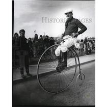1976 Press Photo Norman Bjorneby in a Bicycle - spa31149