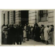 1931 Press Photo Crowd Waiting for Election Results in Madrid, Spain - ney15951