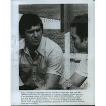 1976 Press Photo Dallas Cowboys QB Roger Staubach talks wit Walt Garrison.