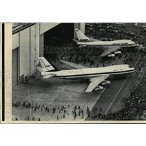 1975 Press Photo Boeing's short version of its 747 launched at Boeing Wash plant