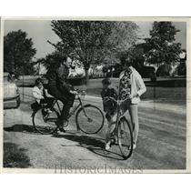 1966 Press Photo Mr & Mrs William Cleary prepares for bike ride with children