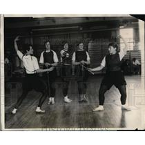 1928 Press Photo Temple University fencing Phoebe Carpenter, Ann Culp
