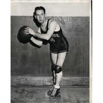 1927 Press Photo Basketball player Elmer Kreiling on a court - net04001
