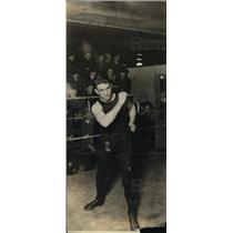 1922 Press Photo Boxer Eddie Shannon in training ring - net07289