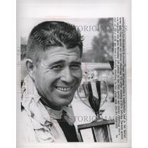 1963 Press Photo Roger McCluskey in lead after winning sprint car race.