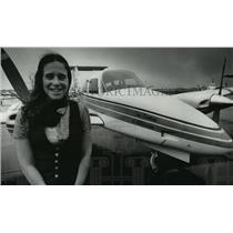 1979 Press Photo Pilot Ellen Keough with her Duchess of Milwaukee Beechcraft