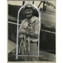 1929 Press Photo Pilot Charles Widmer Holding Baby Deer - ney19212