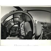 1993 Press Photo Helicopter pilot Kirt Butz & Dale Guldan check out countryside