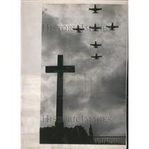 Press Photo Easter Cross Oak Hill Cemetary F9F Panther - RRR48297