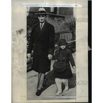 1932 Press Photo Irving Berlin & first born Ellin on their way to a hospital
