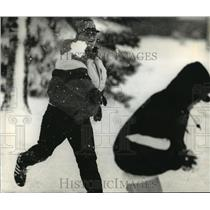 1995 Press Photo S. Heatwole and N. Gruber playing with snow at Port Washington