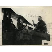 1929 Press Photo First Photo of Smith Landing In An Army Plane at Wheeler Field