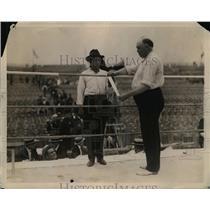 1921 Press Photo Tommy Berg & EJ Bartley check ropes of a boxing ring