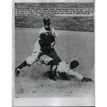 1950 Press Photo Yankee Gerry Coleman vs Indians Joe Gordon at 2nd base