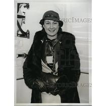 1935 Press Photo Former Olympic swim champion Olive Hatch arrives in New York