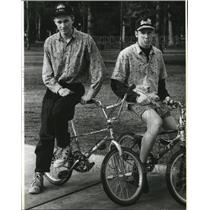 1992 Press Photo Keith and Dave Hart practice for freestyle bike competition