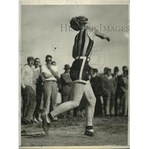 1932 Press Photo Billy Von Bremen throws discus at pre-Olympic track meet