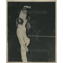 1945 Press Photo Klatich and Herz Fencing Match