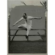 1924 Press Photo English hurdler L.F. Partridge jumps over a hurdle - net23447