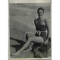 1932 Press Photo Ms Annita Albright Enjoys Her Daily Sunburn and Dip - nef15314