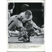 1991 Press Photo Van Walters beaks up a pass to Cincinnati Bengals wide receiver