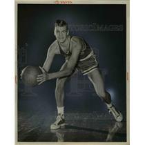1951 Press Photo St Joh's University basketball Bob Zawoluk - net24126