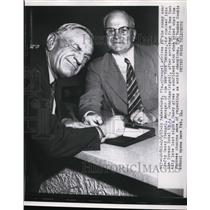 1957 Press Photo Casey Stengel Yankees manager & AG Jennings in St Petersburg Fl