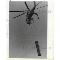 1990 Press Photo A Sikorsky Sky Crane hauling a tower - spa29832