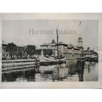1955 Press Photo General view of waterfront & Stock Exchange in Memel