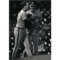 1986 Press Photo Baseballs' Wally Joyner (l) drew praise from Bobby Grich.