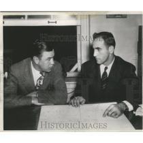 1947 Press Photo Bill Dudley and Arthur Guepe talk football. - mjs03894