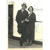 1932 Press Photo Tommy Armour with his wife when they sail from New York.