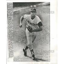 1963 Press Photo Don Demeter, Phillies third baseman does little dance step.