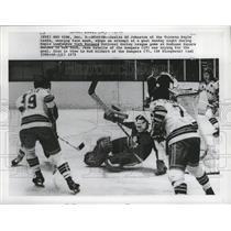 1973 Press Photo Maple Leafs goalie Ed Johnston stops shot from Jean Ratelle