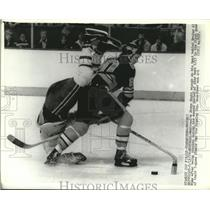1978 Press Photo Montreal's Steve Shutt on his head behind Al Sims of Bruins