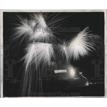1951 Press Photo Veeck's fireworks show at Sportsman's Park for Browns game