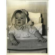 1935 Press Photo Annette wears new sun bonnet - nera10929