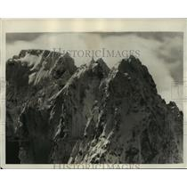 1928 Press Photo Mount Index, WA with no evidence of climbers reaching the peak.