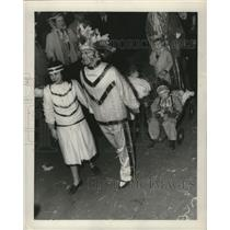1948 Press Photo Carnival Maskers on Canal St. - noca00877